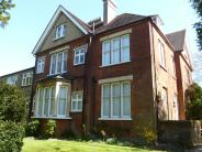 2 bedroom Ground Flat for sale in South Sutton