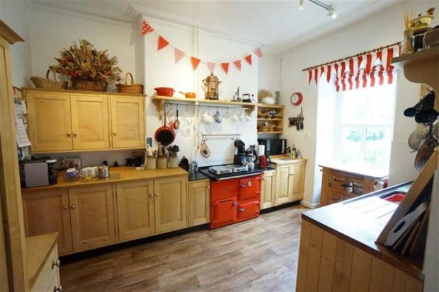 Kitchen / Cegin: