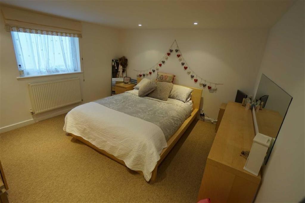 Bedroom No 1: