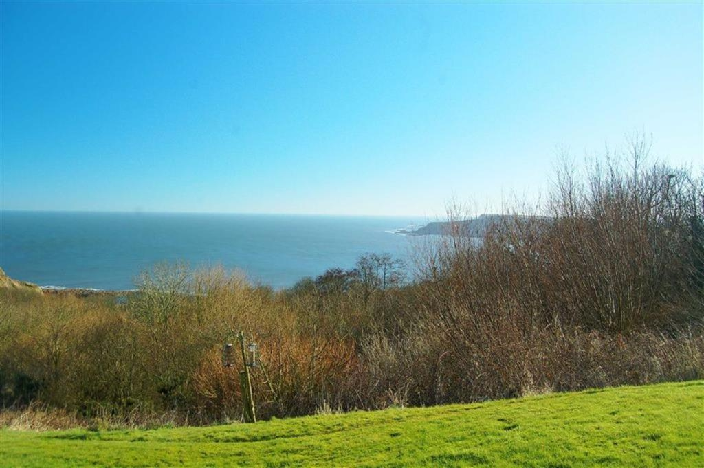 2 Bedroom Detached Bungalow For Sale In Knipe Point Drive