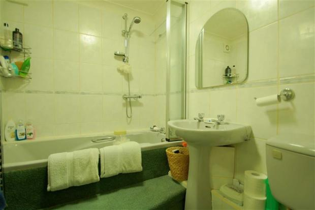 Bathroom Garden Flat