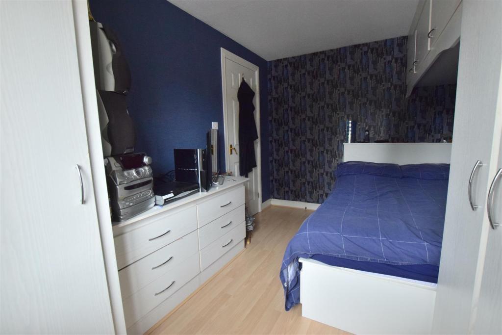 Front Bedroom (4)