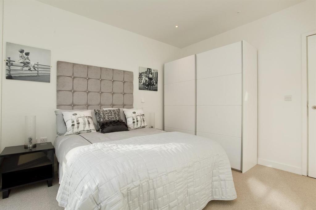 601-Bed2.jpg