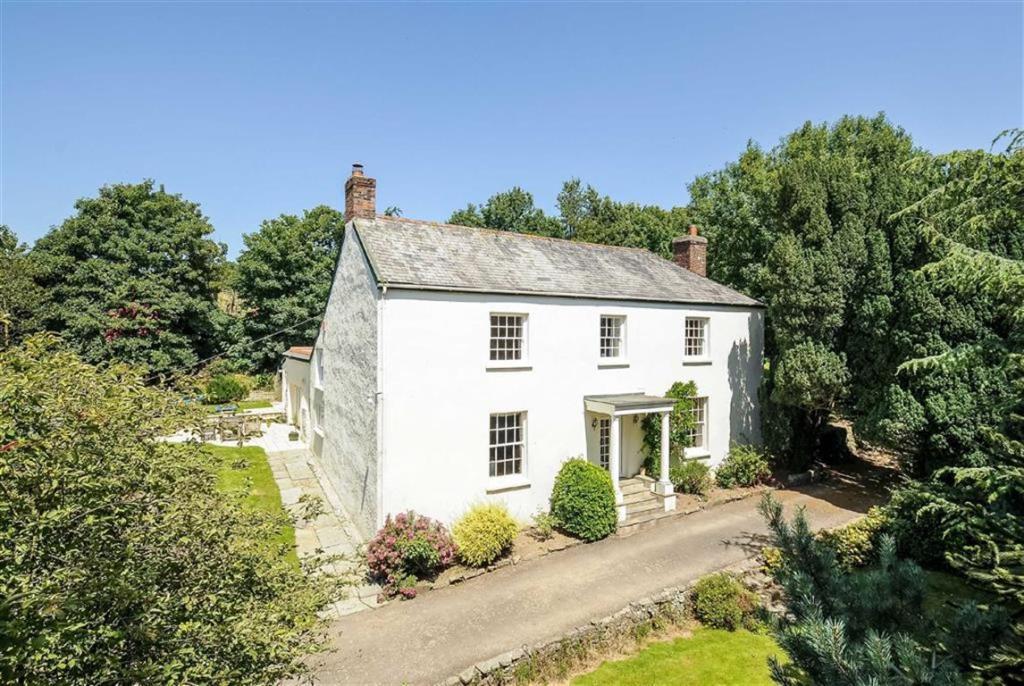 5 bedroom detached house for sale in horwood bideford