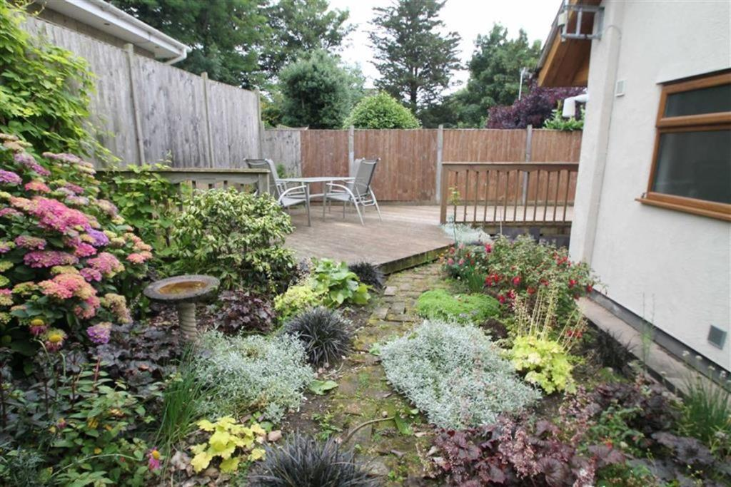 REAR PATIO & GARDEN