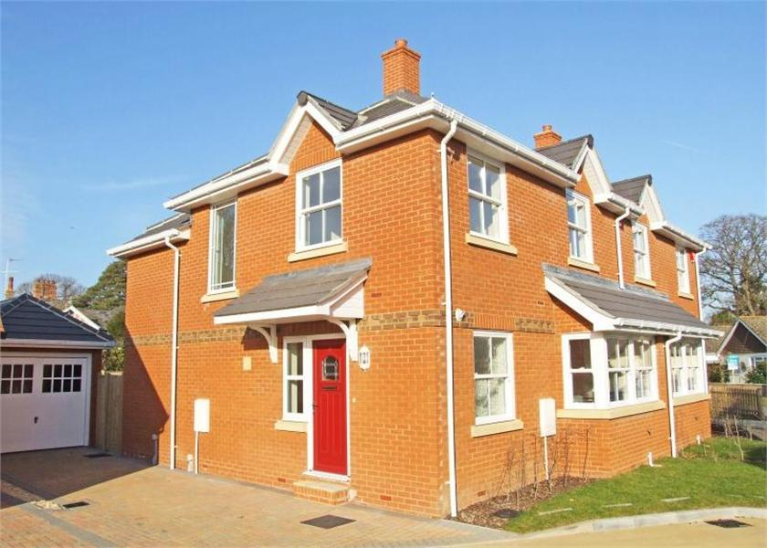 3 Bedroom House For Sale In Foxgloves West Road