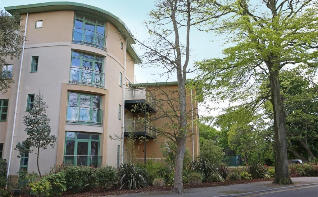 2 Bedroom Apartment For Sale In Shelley Manor Shelley