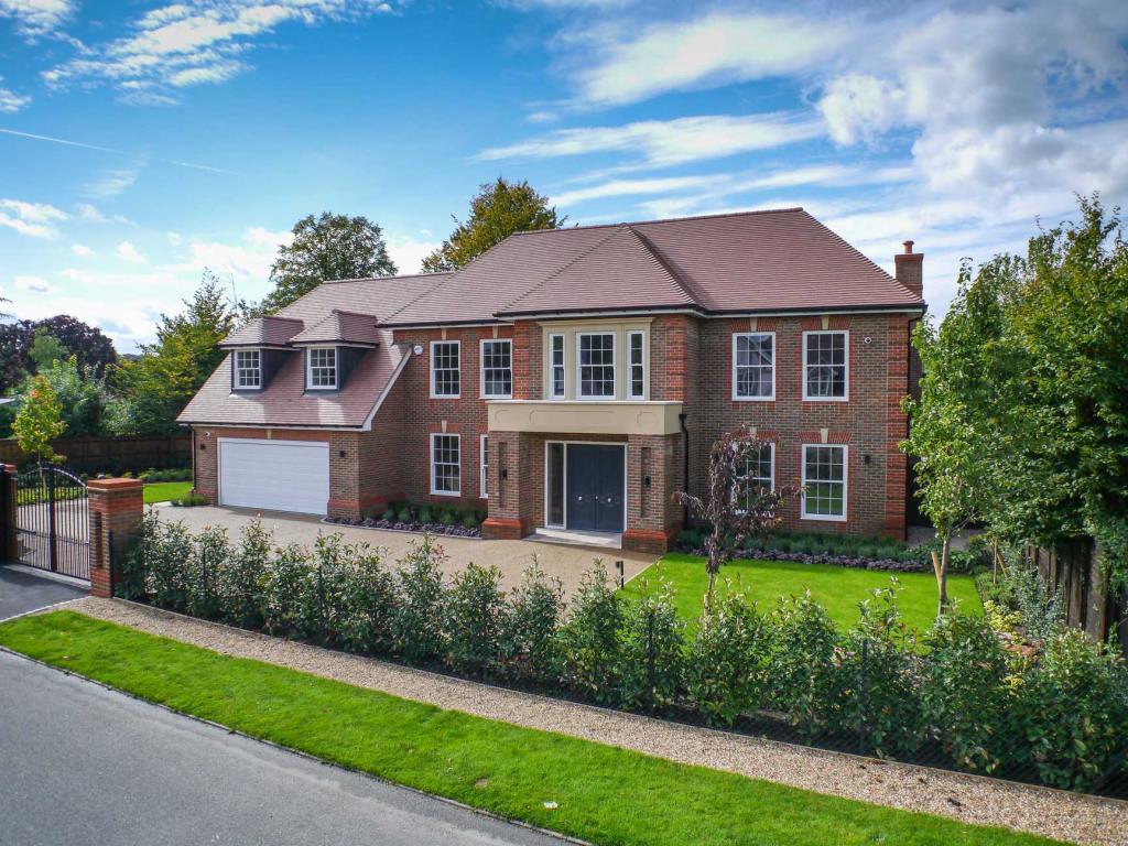 5 Bedroom Detached House For Sale In Brook Farm Road Cobham Kt11