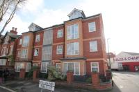 Flat to rent in Castle Boulevard, Lenton...