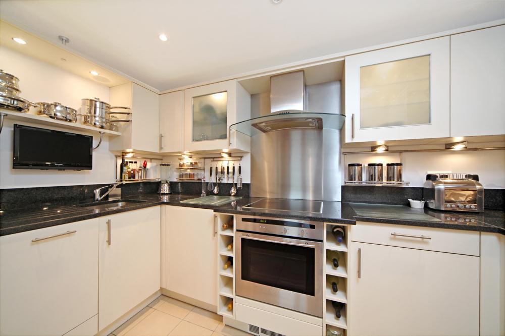 Furniture wine rack kitchen design ideas photos for Kitchen ideas rightmove
