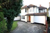 5 bedroom Detached house in Harrow