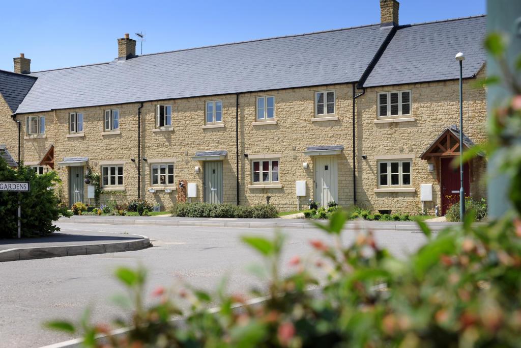3 bedroom detached house for sale in off bourton link