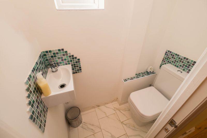 Cloakroom (WC)