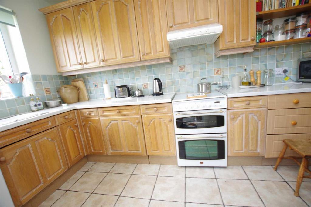 Kitchen 13'0 (3.96m)