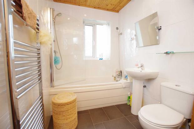 Bathroom 9'0 (2.74m)