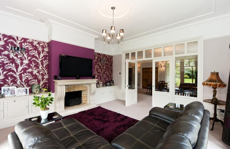 Purple feature wall design ideas photos inspiration for Purple feature wallpaper living room