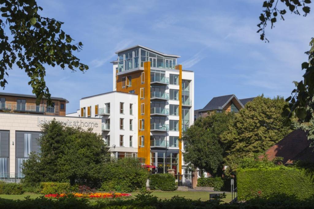 1 bedroom apartment for sale in parkway newbury berkshire rg14 rg14