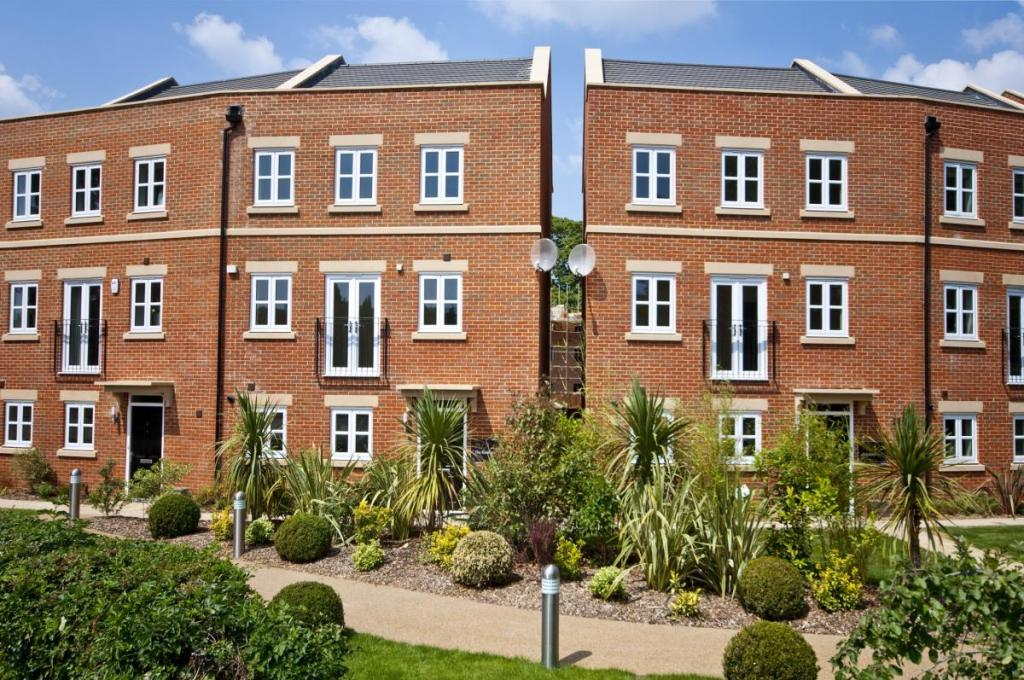 3 bedroom semi detached house for sale in living at the racecourse racecourse road newbury