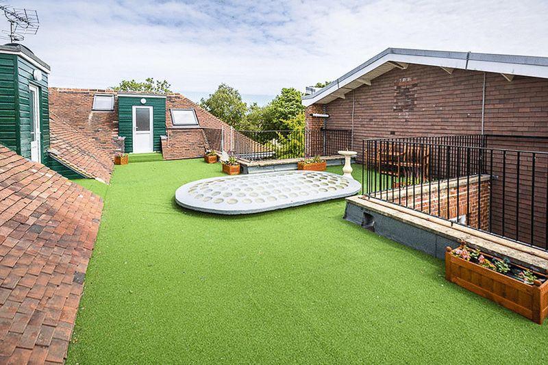 Roof Terrace 10