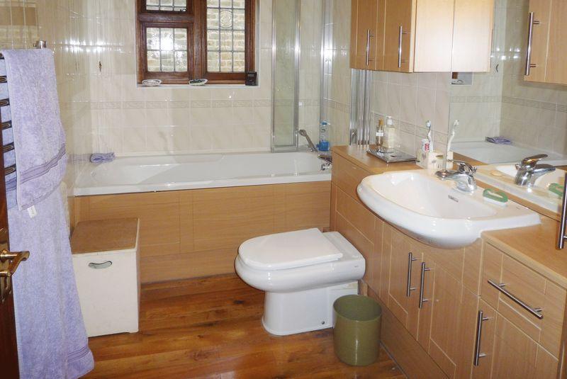 Lilac family bathroom design ideas photos inspiration for Bathroom ideas rightmove