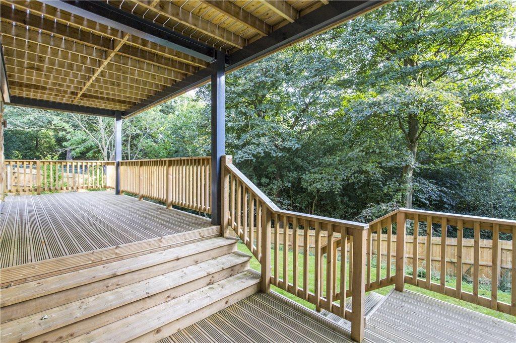 Lower Deck To Garden
