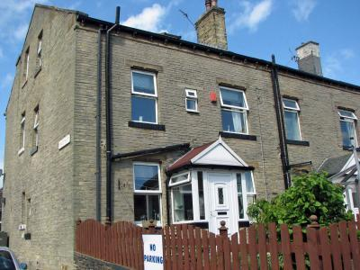 4 bedroom end of terrace house for sale in Queens Road, Halifax