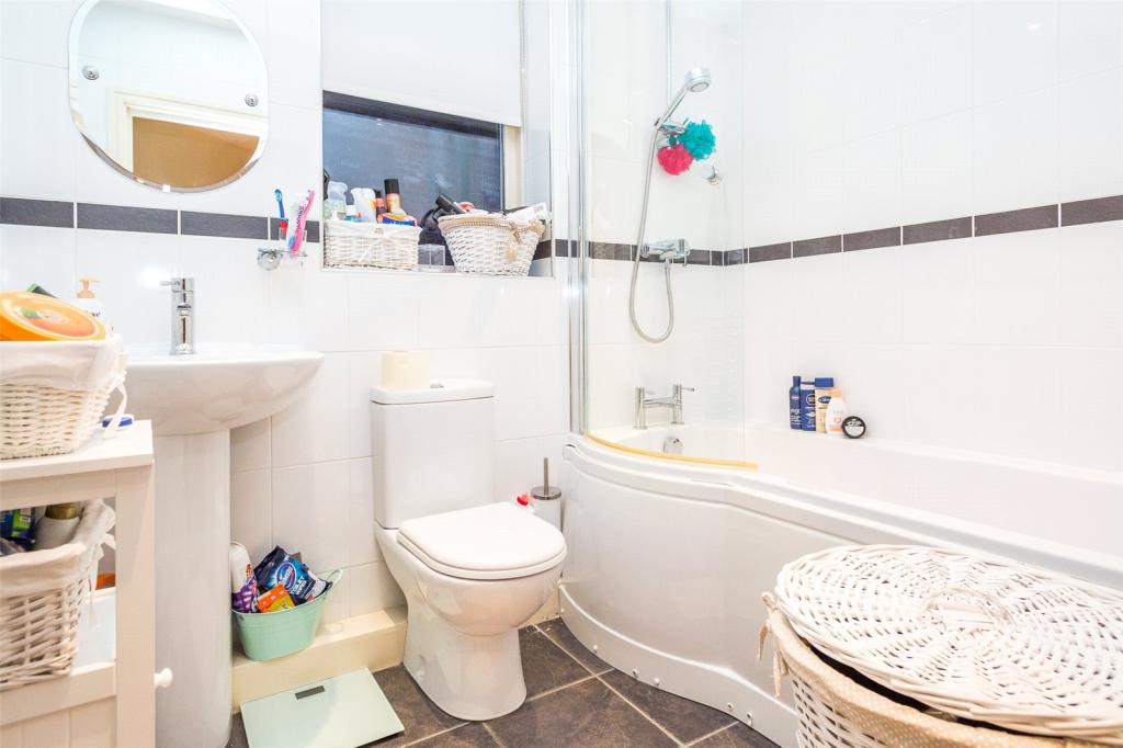 Apt 5 Bathroom