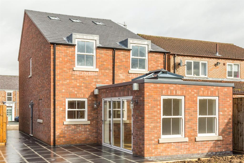4 Bedroom Detached House For Sale In Water Lane