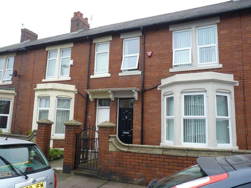 3 bedroom terraced house for sale in 3 bed mid terrace for Terrace house season 3