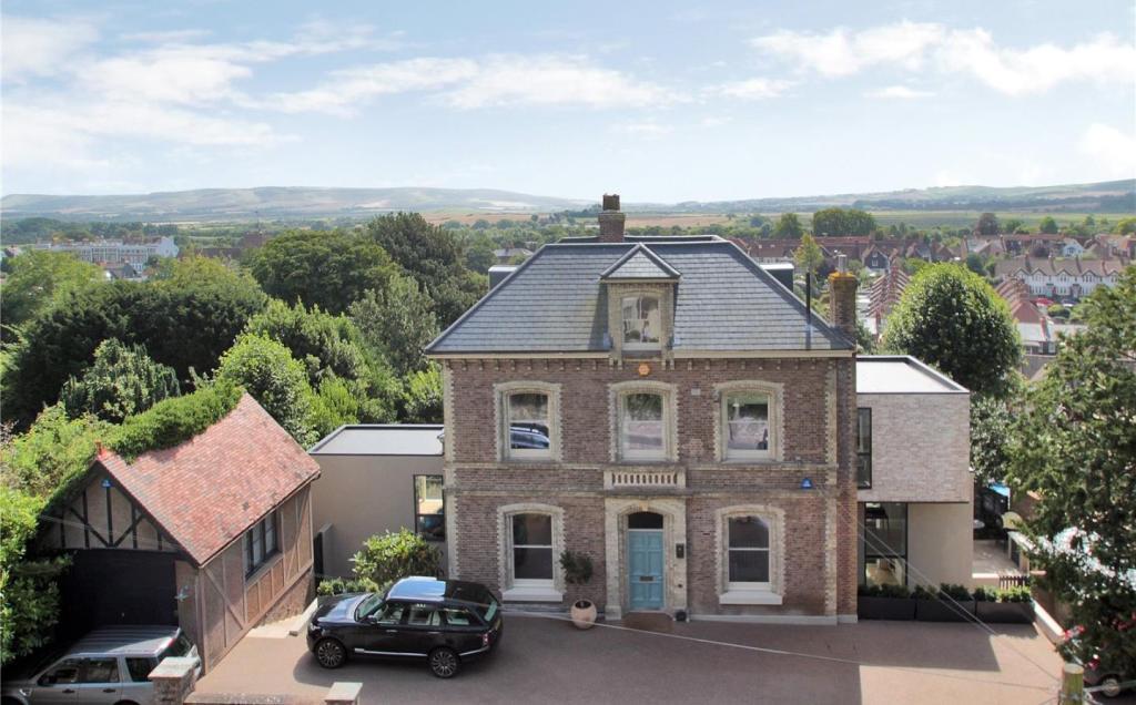 Rykehurst House