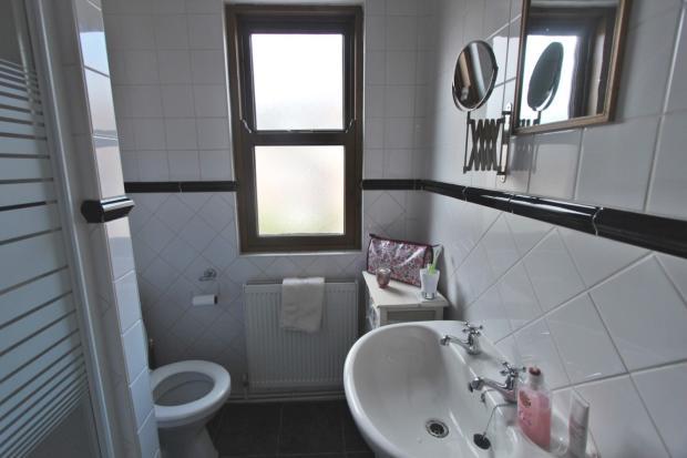 Shower Room (ensuite
