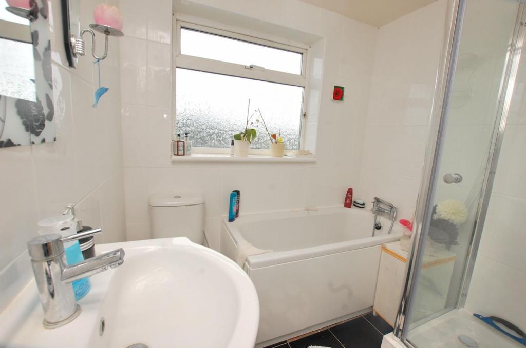Bathroom/ Shower Roo
