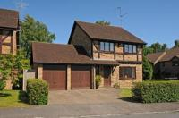 Detached house in Owlsmoor, Sandhurst...