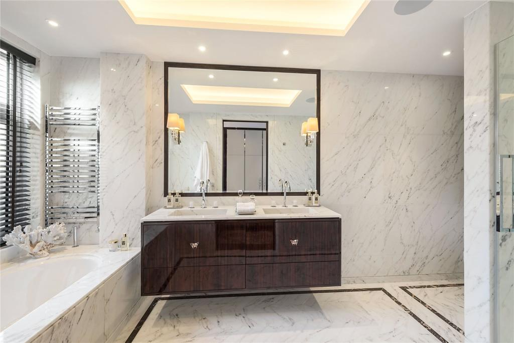 Taylor Howes,Bathroom