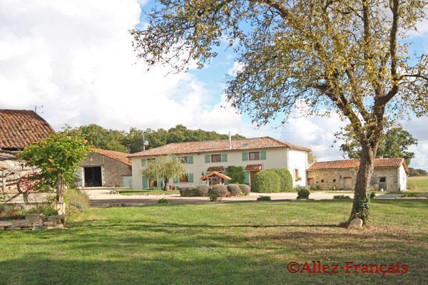 11 bedroom Farm House for sale in Genouillé, Vienne, 86250...