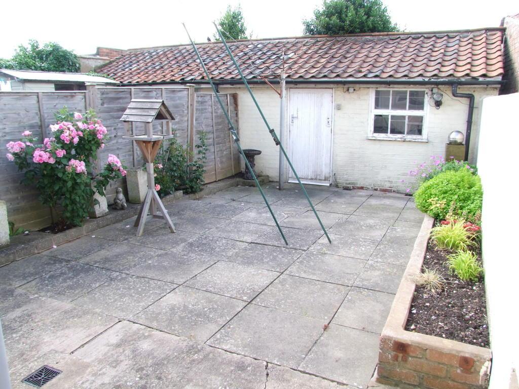 courtyard garden ...