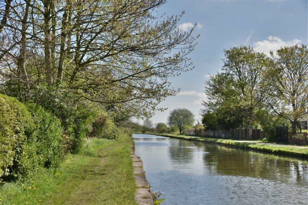 PHOTO OF THE CANAL T