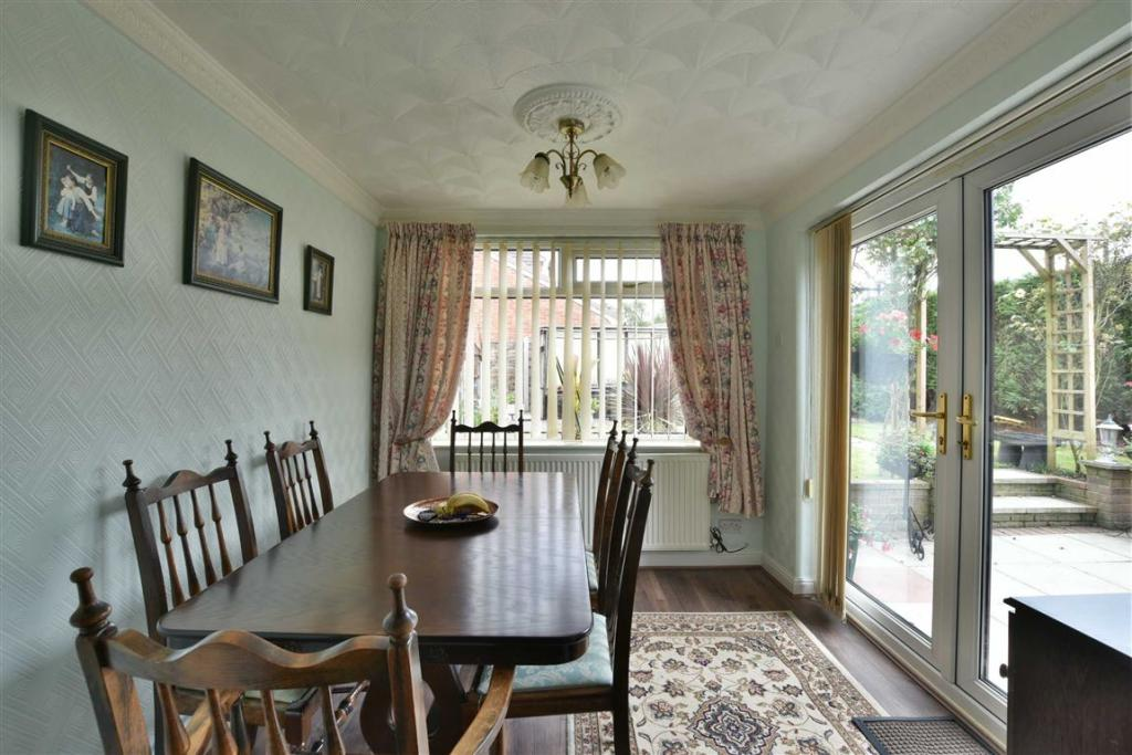 FAMILY/ DINING ROOM