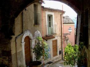 2 bed Apartment for sale in Abruzzo, Laquila...