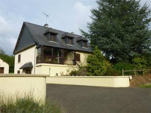 Detached property for sale in Fougerolles-du-Plessis ...