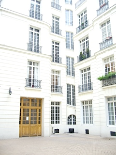 2 bedroom Flat for sale in Paris-Isle of France...