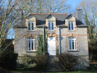 2 bedroom home for sale in Plouguenast...