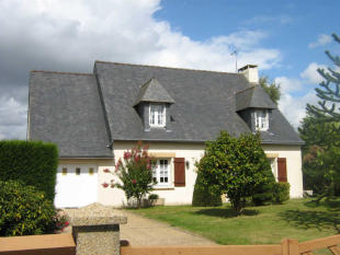 5 bed property in Le Cambout...