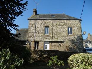 4 bed property for sale in Saint-Denis-de-Gastines...