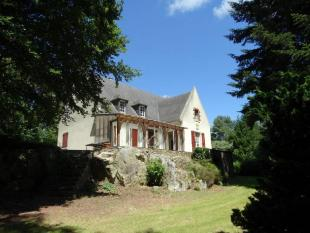 5 bed property for sale in Montautour...