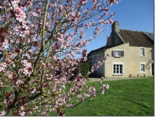 3 bed property in Neuvy-au-Houlme, Orne...