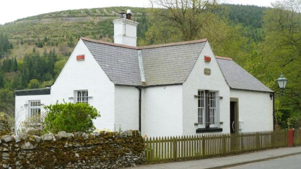 3 bedroom cottage for sale in toll house traquair road