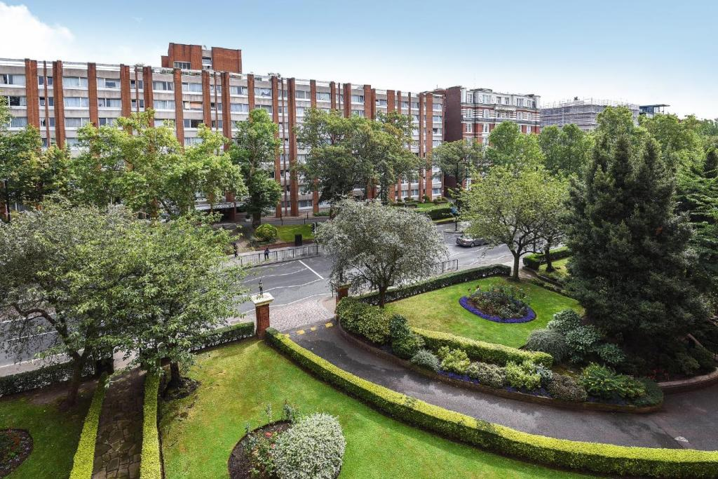 2 Bedroom Modern Apartment For Sale In Atollo Pilgrimage Street Borough London SE1 INV140125 further Property 59377987 further Interior Design Uk in addition Restaurant Review G186338 D1986778 Reviews Regency Cafe London England in addition Index. on apartment maida vale london