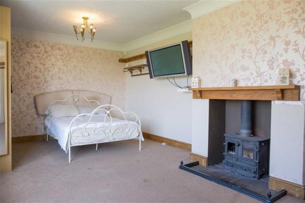 Master Bedroom/Lounge