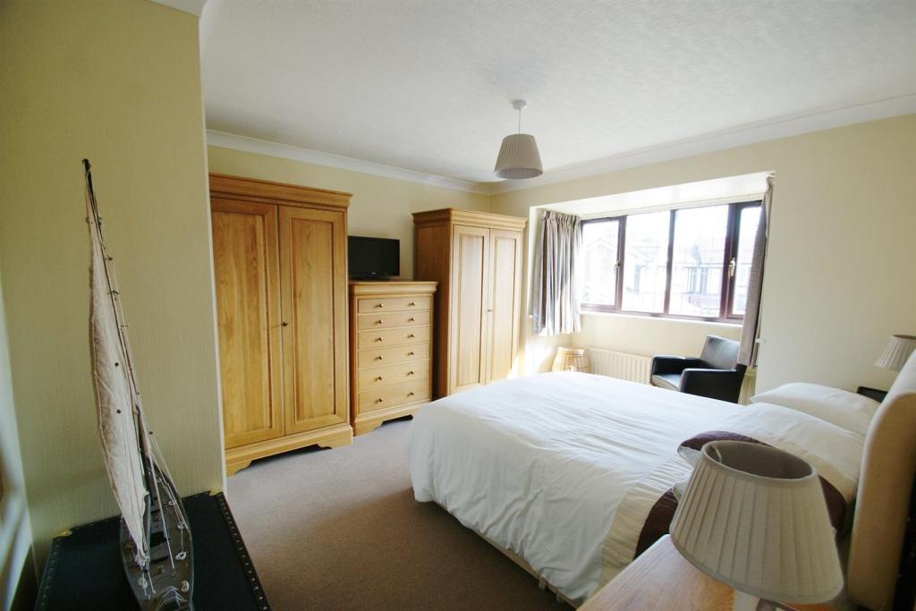 Master Bedroom Main.